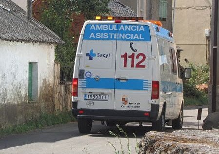 SACYL-Ambulancia-en-Villagaton.jpg