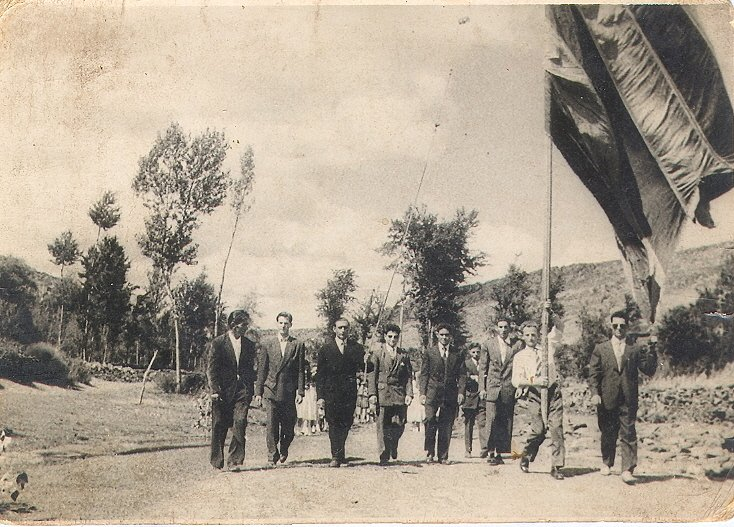 1955-Pendon-de-Villagaton-en-Procesion-De-Laura.jpg